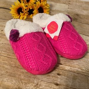 Pink knit slippers with Sherpa lining. Size M / L